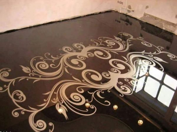 Porcelanato Líquido Desenhado Arabesco Preto e Dourado